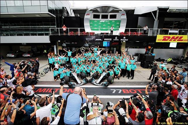 В Mercedes празднуют победу в Кубке конструкторов