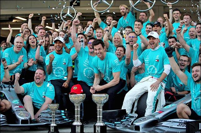 В Mercedes празднуют шестую подряд победу в Кубке конструкторов