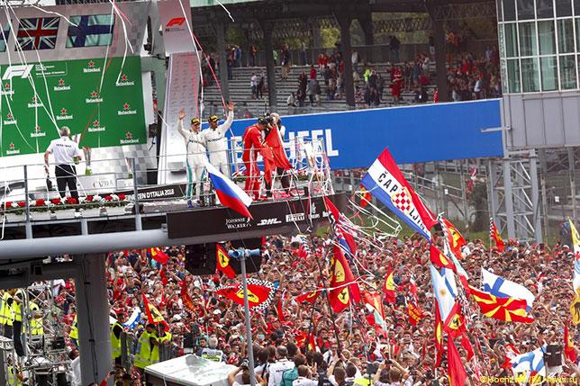 Болельщики на автодроме в Монце после финиша Гран При Италии