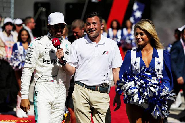 Уилл Бакстон берёт интервью у Льюиса Хэмилтона на Гран При США, 2017 год
