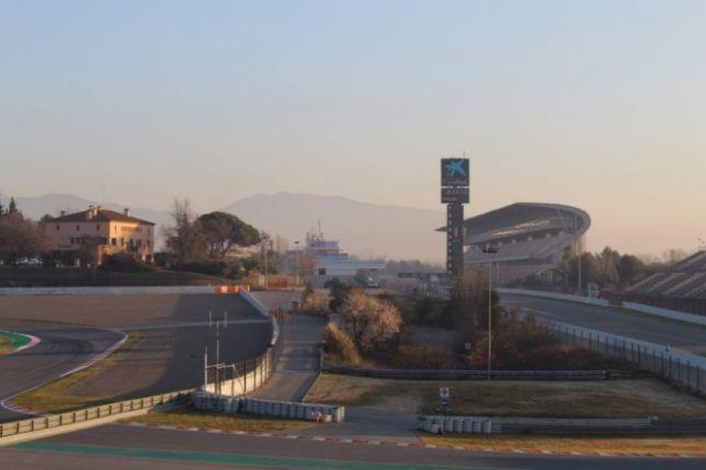 Утро среды в Барселоне выдалось хоть и прохладное, но солнечное. Фото пресс-службы автодрома