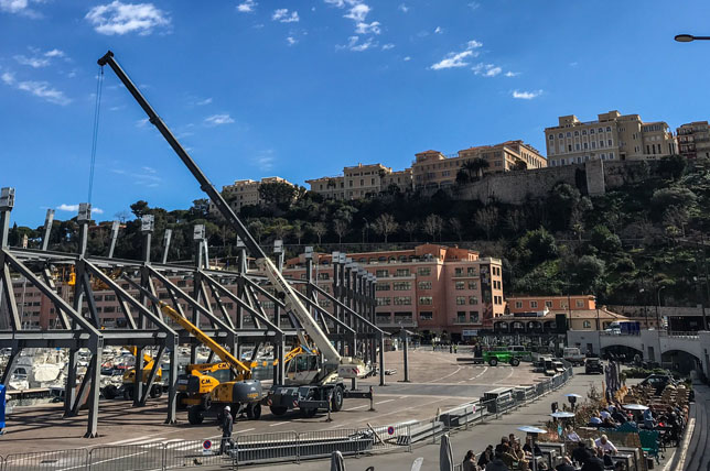 Подготовка трассы в Монако