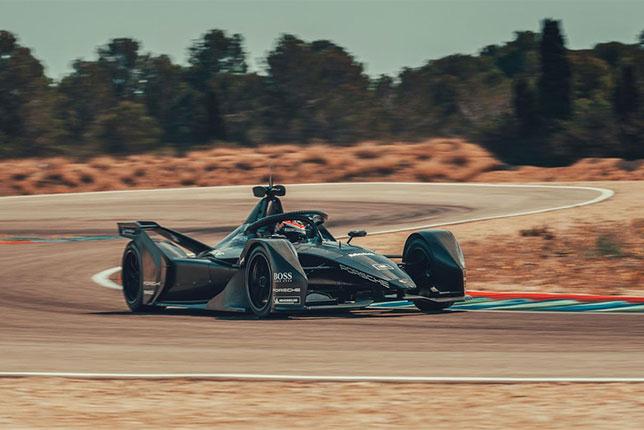 Новая машина Porsche на тестовой трассе в Каталонии