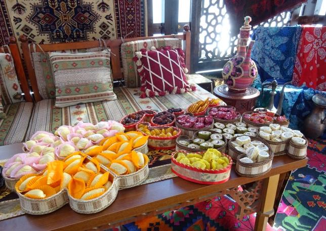 Восточные сладости в паддоке Гран При Азербайджана, фото F1News.ru