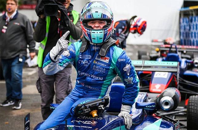 Билли Монгер радуется победе в Гран При По