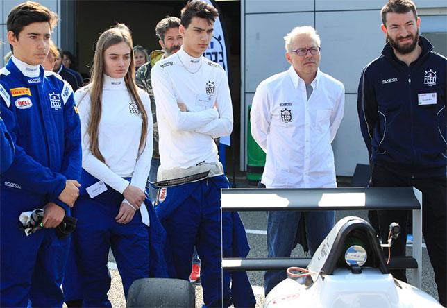 Жак Вильнёв (второй справа) и слушатели гоночной школы Feed Racing France