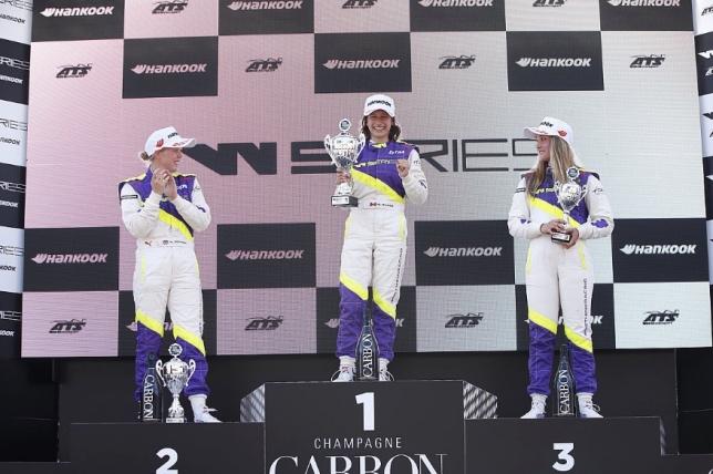 W Series: Вторую гонку в Ассене выиграла Меган Гилкс