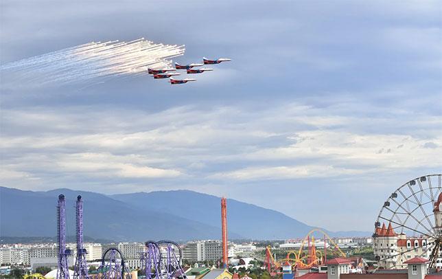Выступление пилотажной группы Русские Витязи, 2018 год