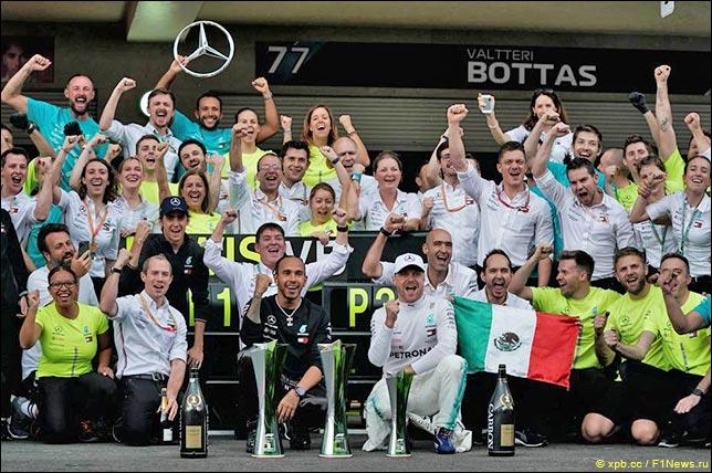 В Mercedes празднуют победу в Мехико