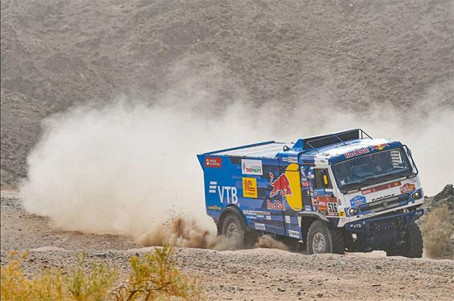 КАМАЗ Антона Шибалова на трассе четвёртого этапа Дакара