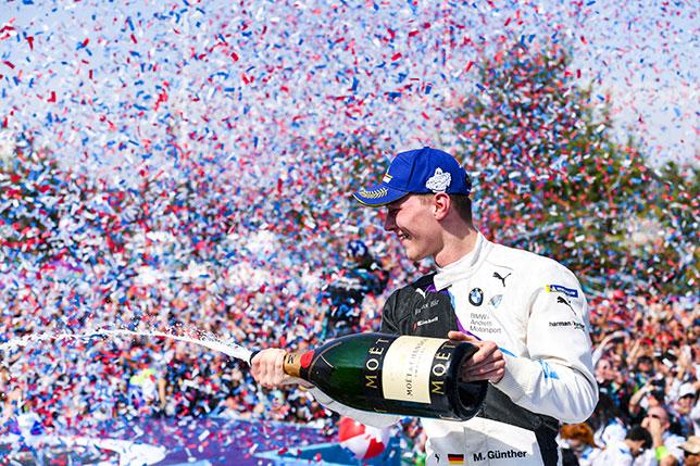 Макс Гюнтер празднует победу в Сантьяго