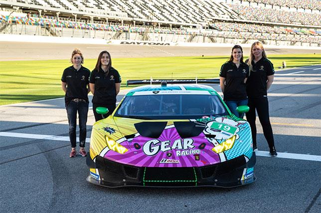 Женский экипаж Lamborghini Huracan, Татьяна Кальдерон – вторая справа