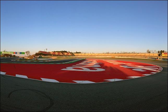 Утром второго дня тестов в Барселоне. Фото: пресс-служба автодрома