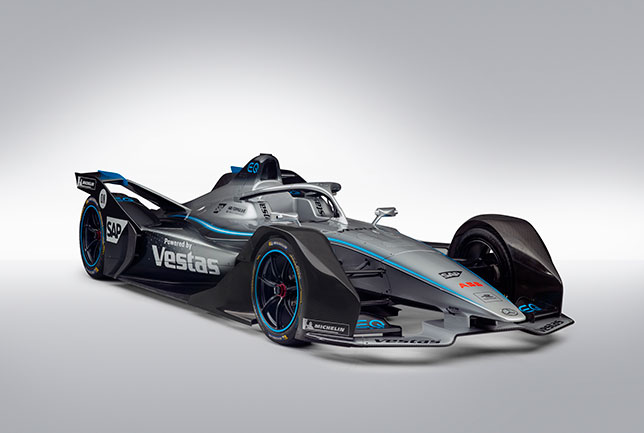 Гоночный электромобиль Mercedes-Benz EQ Silver Arrow 01