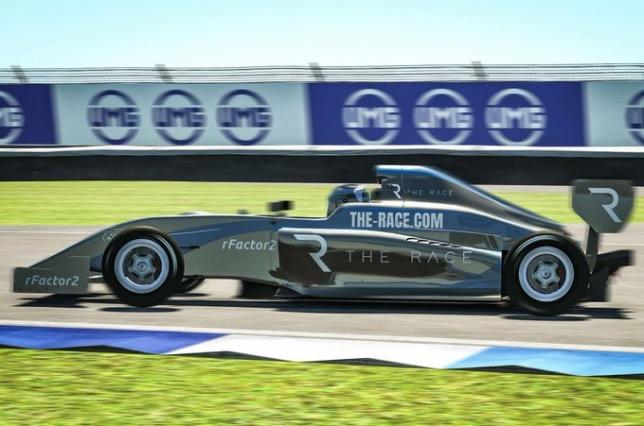 Руди ван Бурен на дистанции виртуальной гонки в Индианаполисе