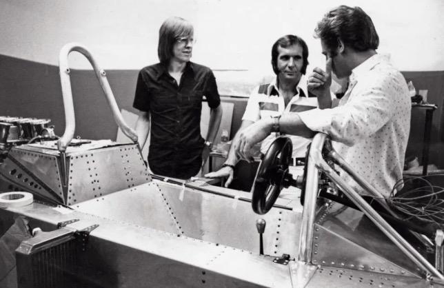 Рикардо Дивила (слева) и Эмерсон Фиттипальди у первого прототипа машины FD01, 1974 год