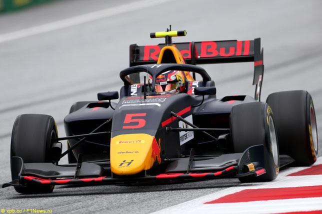 Ф3: Лиам Лоусон выиграл воскресную гонку в Австрии