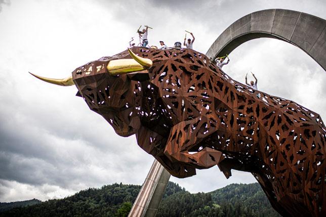 Бык - символ автодрома в Шпильберге