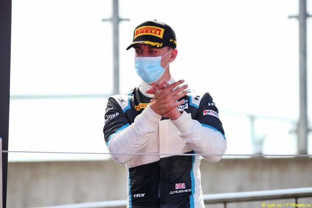 Ф3: Джейк Хьюз выиграл первую гонку в сезоне