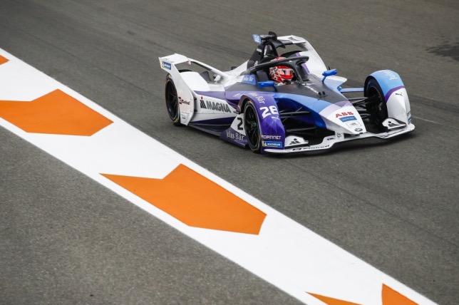 Максимилиан Гюнтер за рулём машины BMW на тестах в Валенсии, фото Формулы E