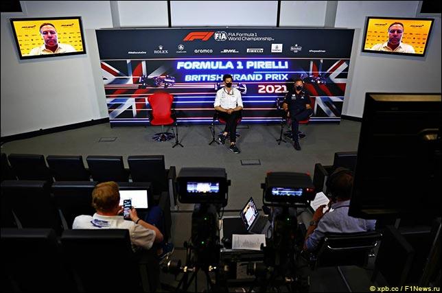 Тото Вольфф (Mercedes), Кристиан Хорнер (Red Bull Racing), Зак Браун – по видеосвязи (McLaren)