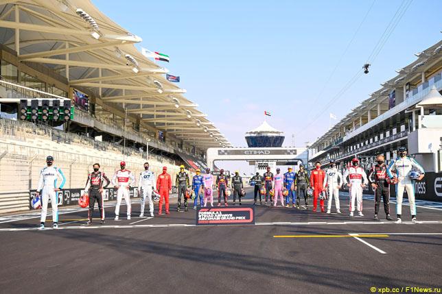 Групповая фотография гонщиков