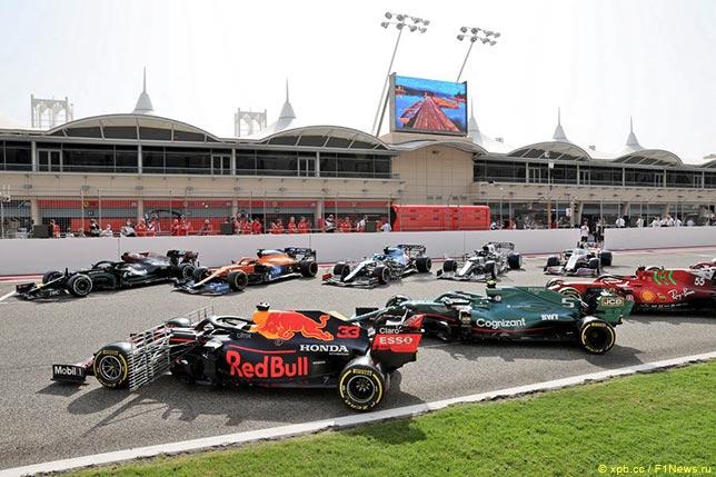 Машины перед началом предсезонныхъ тестов в Бахрейне