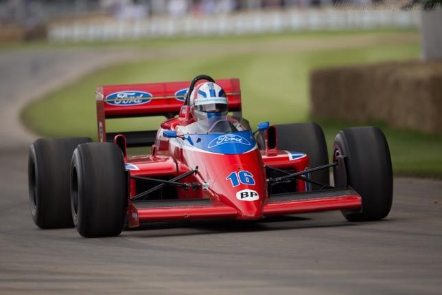 Lola-Ford THL2, на которой в 1986 году в Формуле 1 выступал Патрик Тамбэ