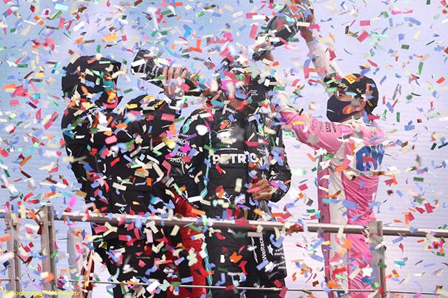 Тото Вольфф, Себастьян Феттель и Серхио Перес поздравляют Льюиса Хэмилтона с седьмым титулом после Гран При Турции