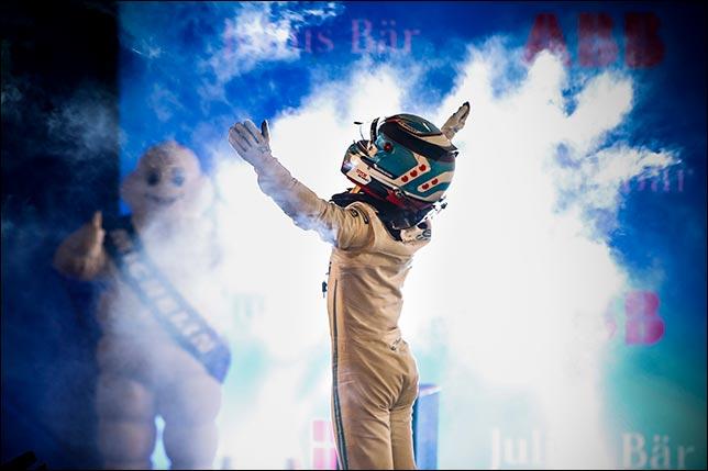 Формула Е: Ник де Вриз выиграл первую гонку сезона