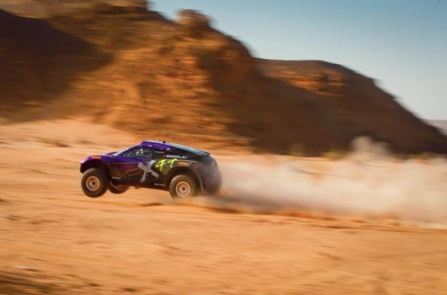 Машина команды Льюиса Хэмилтона на трассе в Саудовской Аравии
