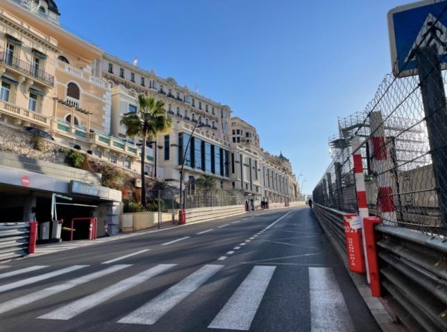 Установка ограждений трассы в Монако практически завершена