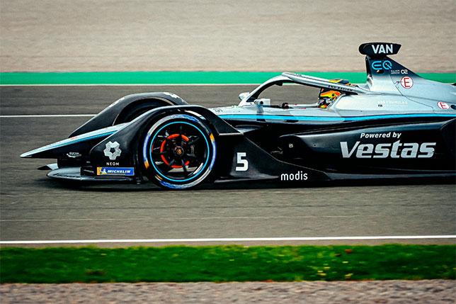 Стоффель Вандорн на трассе в Валенсии, фото пресс-службы Mercedes