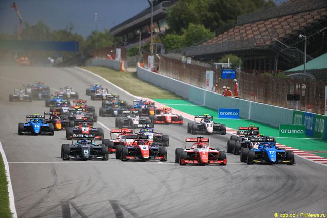 Старт Формулы 3 в Барселоне
