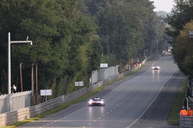 Исторический момент – машины нового класса Hypercar впервые выехали на трассу в Ле-Мане, фото пресс-службы Toyota