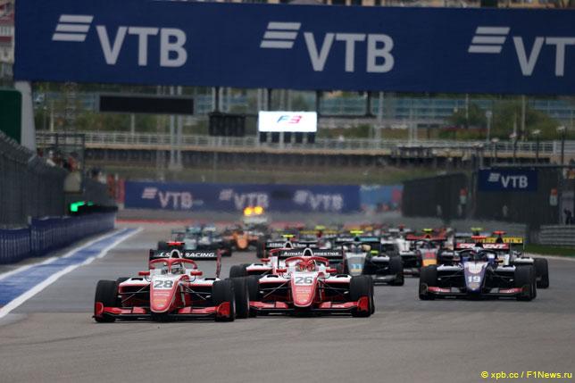 Старт гонки Формулы 3 в Сочи (2019 год)