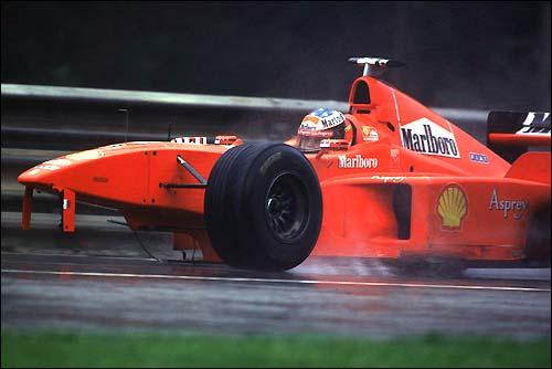 Гран При Бельгии'98. Михаэль Шумахер возвращается в боксы после столкновения с Дэвидом Култхардом