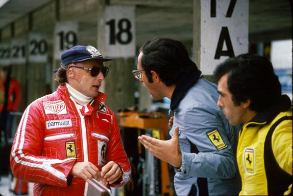 Ники Лауда в паддоке Гран При Германии 1977 года