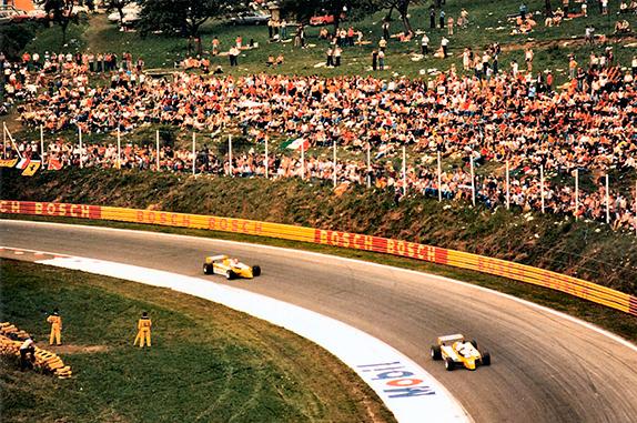 Гонщики Renault в повороте Bosch на Гран При Австрии 1980 года