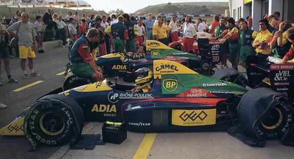 Пилоты Larrousse Микеле Альборето и Филипп Альо на Гран При Испании 1989 года