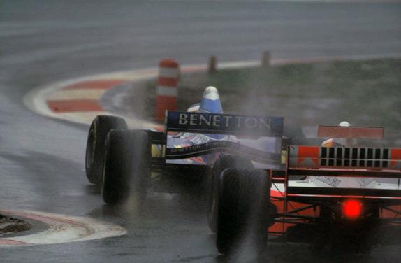 Михаэль Шумахер и отстающий на круг Марк Бланделл на Гран При Европы 1995 года