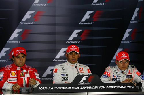 Слева направо: Фелипе Масса (Ferrari), Льюис Хэмилтон (McLaren Mercedes), Хейкки Ковалайнен (McLaren Mercedes)