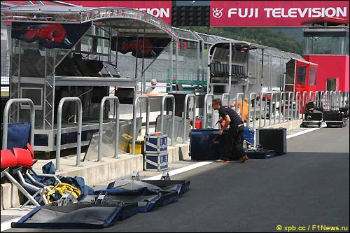 Подготовка автодрома в Фудзи