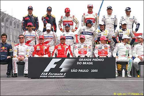 Гонщики перед стартом финальной гонки сезона'08. Бразилия. Сан-Паулу