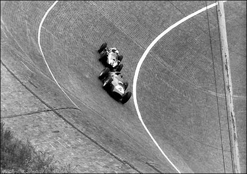 Гран При Германии 1959-го года: Тони Брукс (Ferrari, №5) и Грегори Мастен (Coopre, №3)