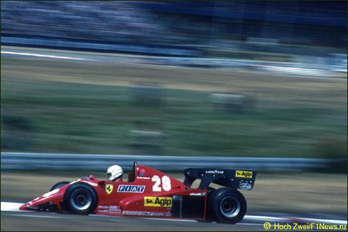Рене Арну на пути к победе в Гран При Германии 1983 г.