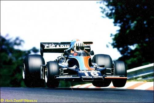 Том Прайс за рулем Shadow-Ford во время Гран При Германии, Нюрбургринг, 1976 г.