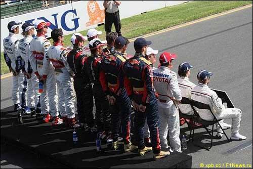 Гонщики Формулы 1 на церемонии групповой фотографии в Сан-Паулу