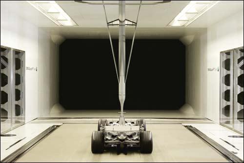 Модель машины в аэродинамической трубе
