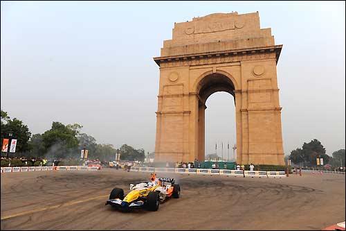 Уличное шоу Renault на улицах Нью-Дели